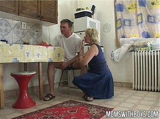 Stepmom Feeds You A Sandwich Feed Her With Creampie In Return